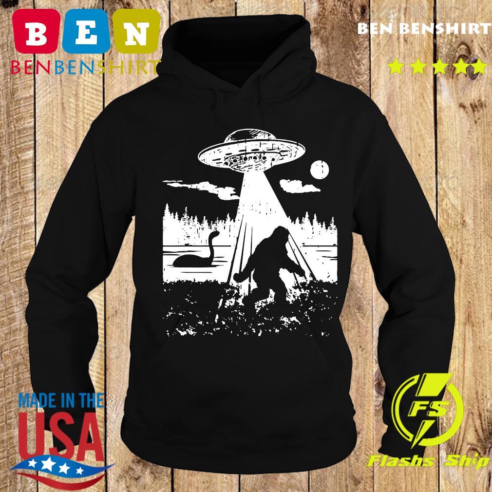 Bigfoot UFO Abduction Funny Sasquatch Aliens Cryptozoology T-Shirt Hoodie